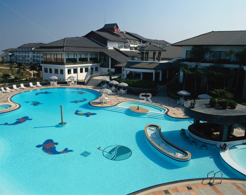 Vacation resort with pool